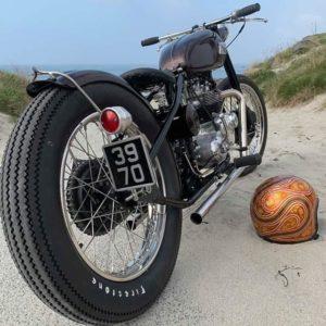 feu-arrière-moto-plaque-laterale-harley-bobber-chopper-holdfast-school-of-cool
