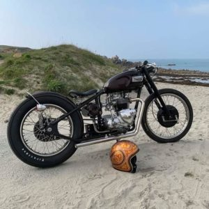 feu-arrière-plaque-laterale-harley-bobber-chopper-holdfast-school-of-cool