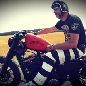 Hose-Gefangener-biker