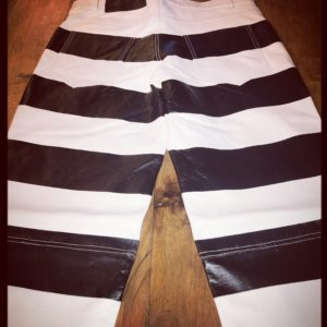 woman-motorcycle-leather-trouser-prisoner-striped-jail-hold-fast-mapa-confortable