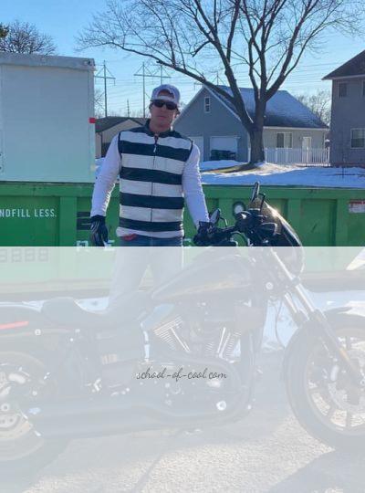 gilet-cuir-rayé-biker