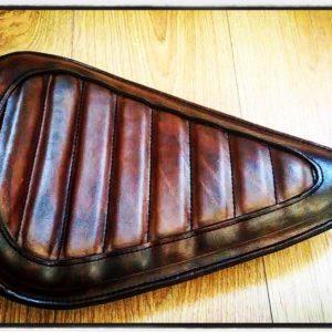 selle-cuir-vintage-custom-Tuck'n-roll