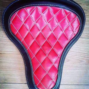 Selle-Moto-cuir-harley-davidson-hold-fast-rouge-diamonds-artisanale-old-school